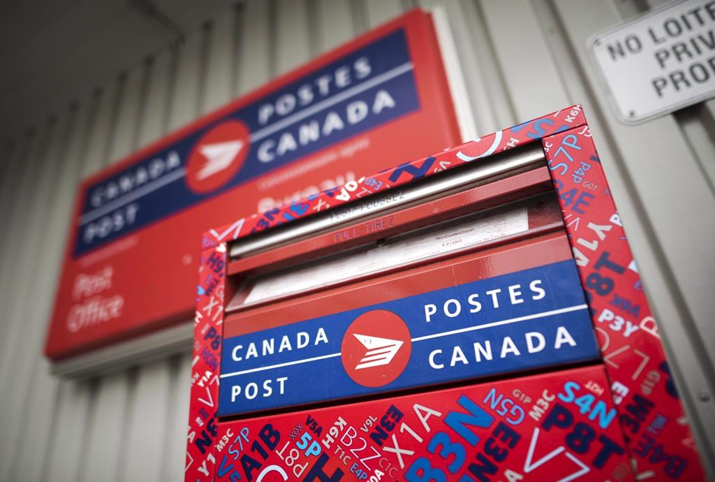 Postal union requests mediator as Canada Post deadline expires without deal